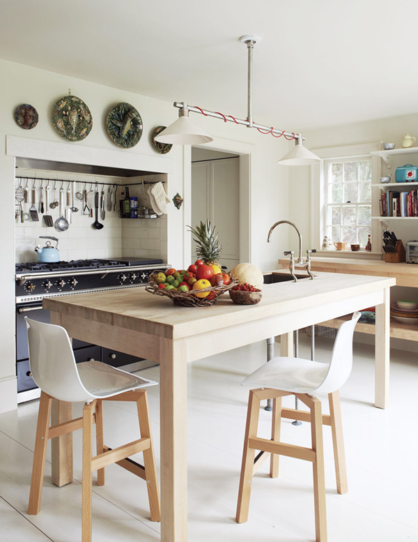 ultra-simple-but-sophisticated-kitchen-in-a-hamptons-farmhouse-house-tour-via-coco-kelley
