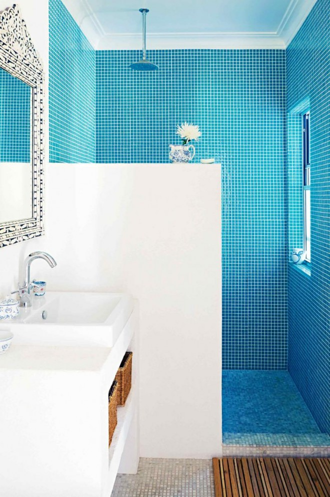 dec-greaves-beach-home-blue-white-bathroom-tiles-20150821134315-q75,dx800y-u1r1g0,c--