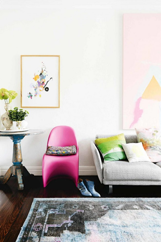 living-room-rug-pink-chair-artwork-apr14-20160321124146-q75,dx800y-u1r1g0,c--